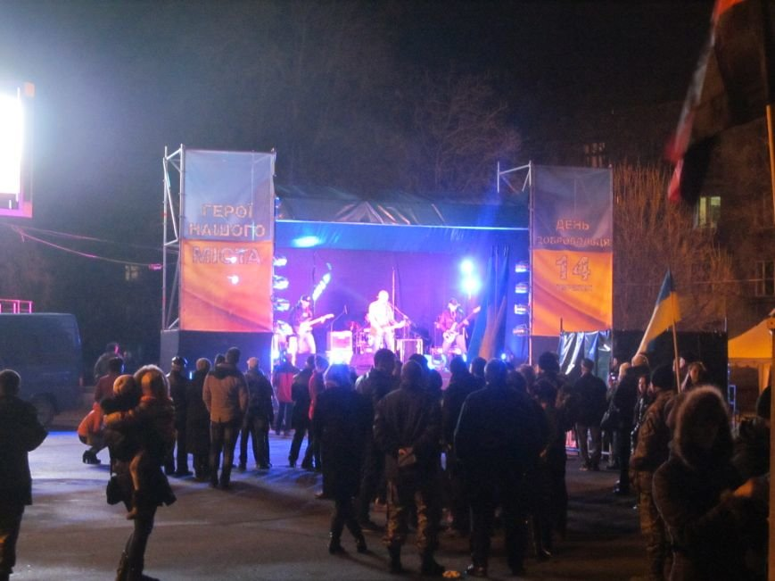 В честь украинских добровольцев кременчужане прошли по улицам города с факелами и флагами (фото и видео), фото-10