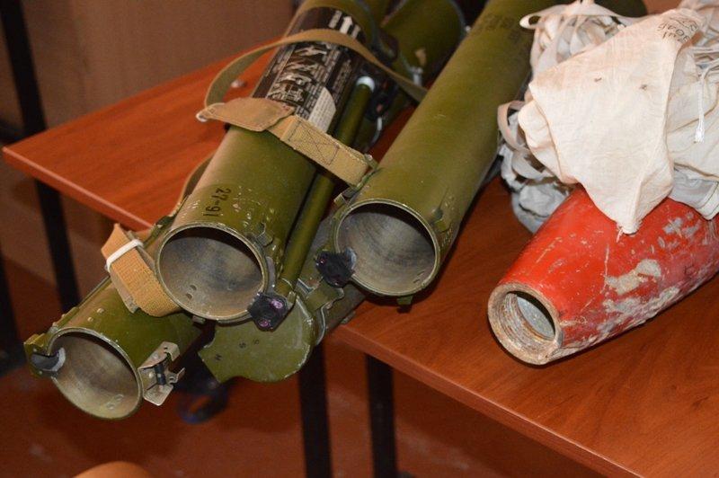 Краматорским школьникам продемонстрировали, как могут выглядеть взрывоопасные боеприпасы, фото-4