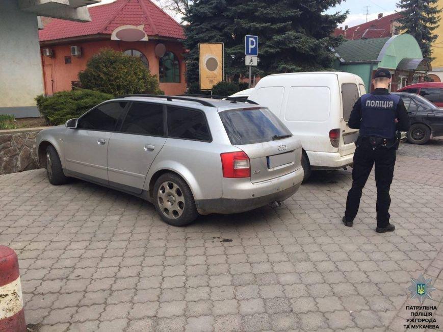 У Мукачеві патрульні затримали серійних крадіїв-іноземців: фото, фото-1