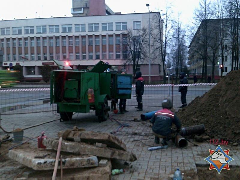 Порыв трубопровода в центре Новополоцка: поврежденную теплотрассу последний раз ремонтировали 29 лет назад, фото-1