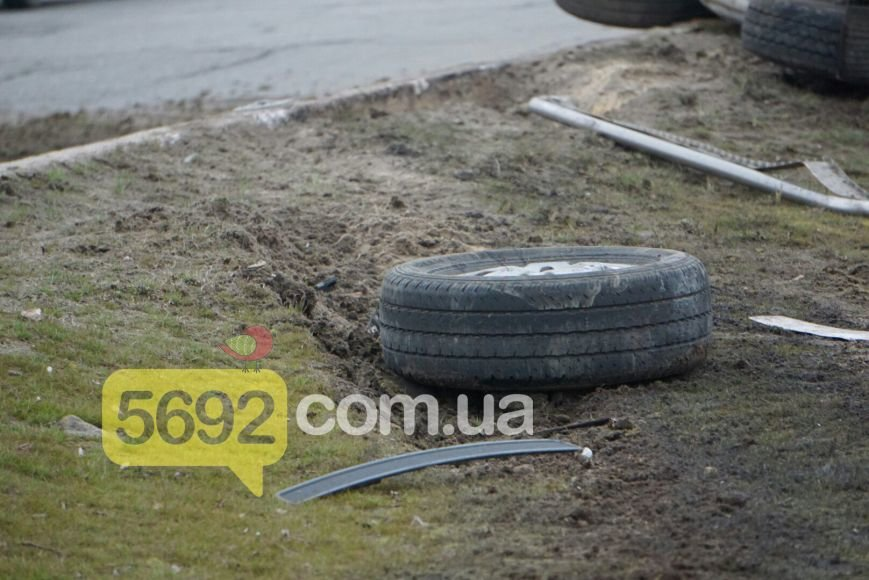 В Каменском на мостовом переходе произошло ДТП, фото-3