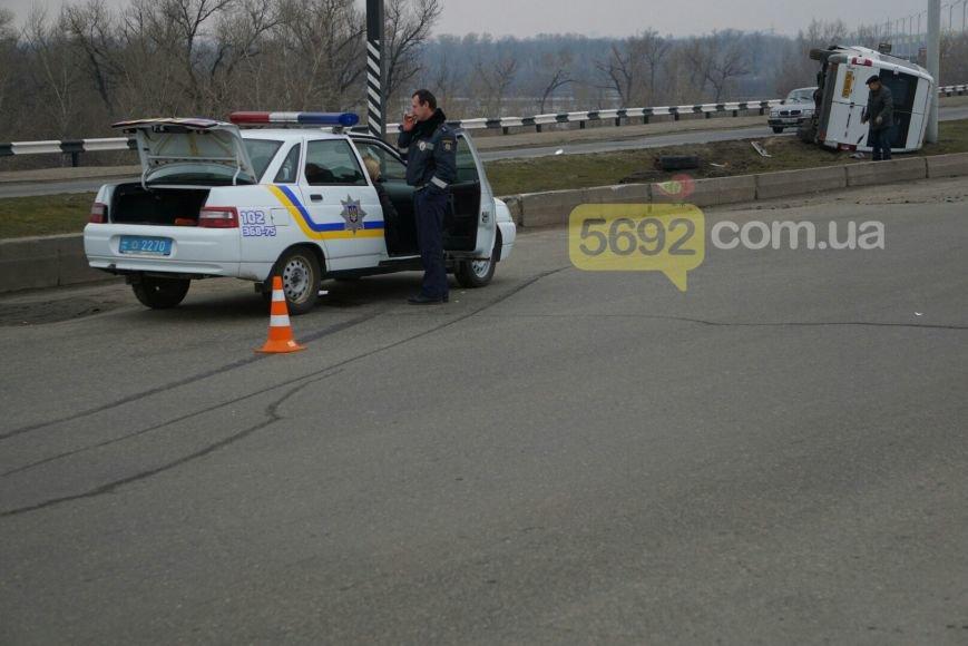В Каменском на мостовом переходе произошло ДТП, фото-1
