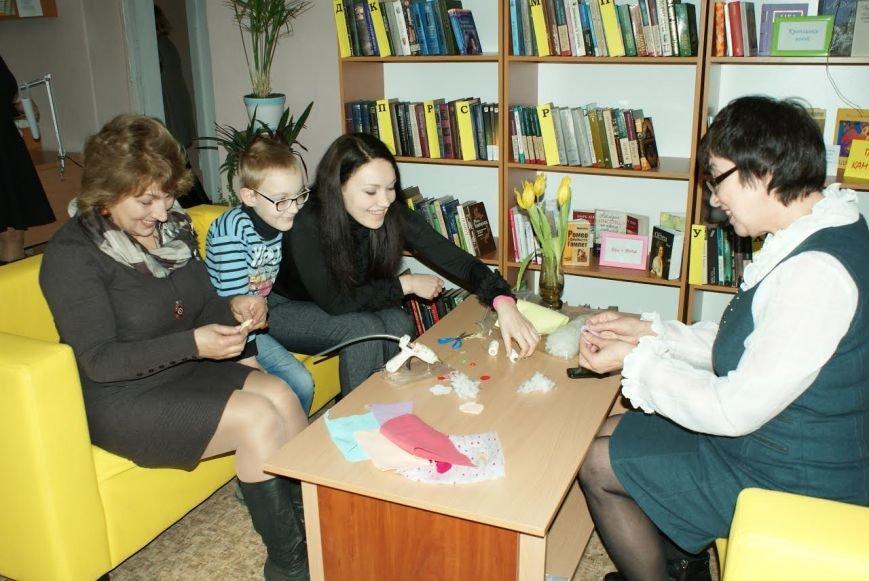 В библиотеке Каменского открыли информационно-ресурсный центр, фото-3