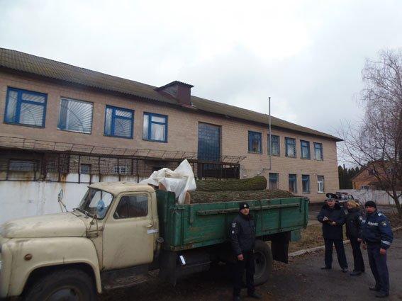 На Черниговщине снова остановили автомобиль, груженый нелегальных лесом, фото-1