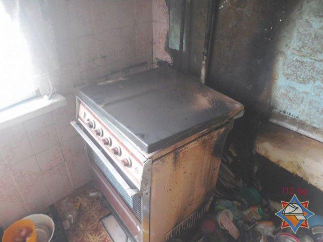 Еще один пожар в Полоцке: хозяина загоревшейся квартиры спасла соседка, девять человек эвакуировали, фото-1