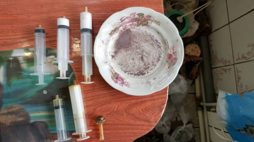 Кременчужанин превратил свою квартиру в лабораторию по производству наркотика (ФОТО), фото-1