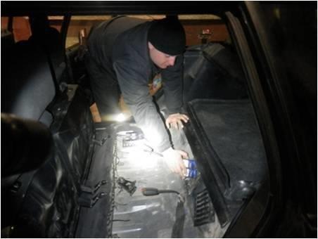 """На Закарпатті затримали громадянина Румунії, який віз у """"Фольксвагені"""" контрабанду: фото, фото-3"""