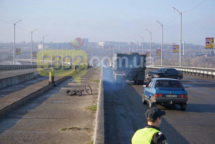 В Каменском вследствие ДТП на мосту пострадал велосипедист, фото-1