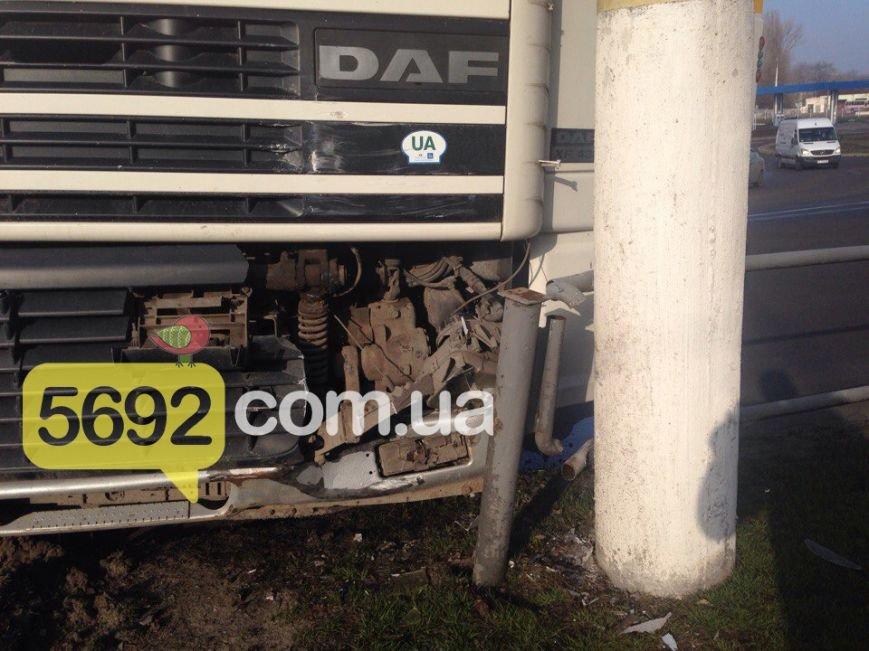 ДТП в Каменском: на Авроре фура врезалась в электроопору, фото-4