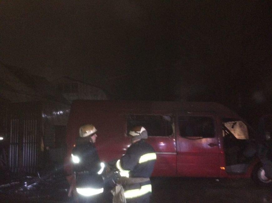 В Днепре горел ангар: повреждены стройматериалы и автомобиль (ФОТО), фото-3