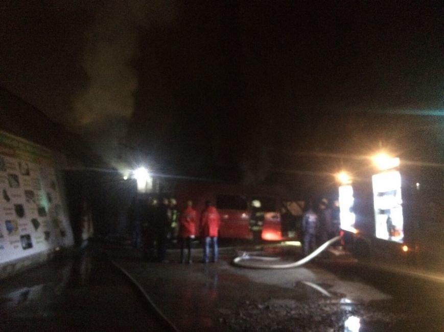 В Днепре горел ангар: повреждены стройматериалы и автомобиль (ФОТО), фото-1