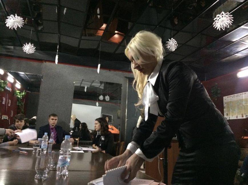 Поющая блондинка Яна Кондрашова возглавит  мариупольский  дворец культуры (ФОТО, ВИДЕО), фото-1
