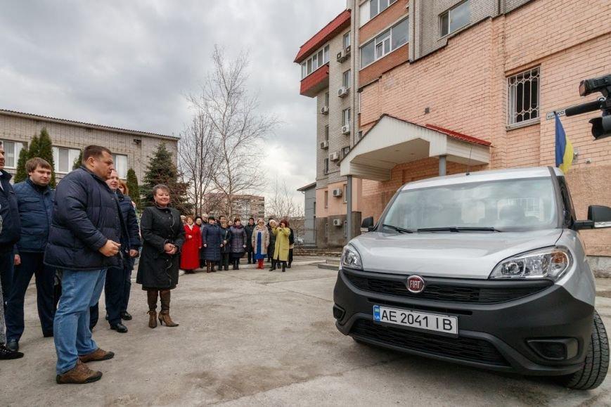 Борис Филатов передал еще одному терцентру социального обслуживания в Днепре ключи от нового автомобиля, фото-1