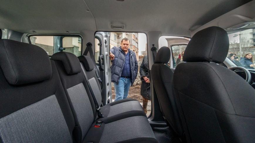Борис Филатов передал еще одному терцентру социального обслуживания в Днепре ключи от нового автомобиля, фото-3