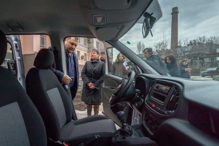 Борис Филатов передал еще одному терцентру социального обслуживания в Днепре ключи от нового автомобиля, фото-2