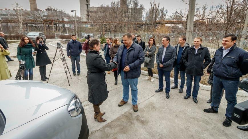 Борис Филатов передал еще одному терцентру социального обслуживания в Днепре ключи от нового автомобиля, фото-4