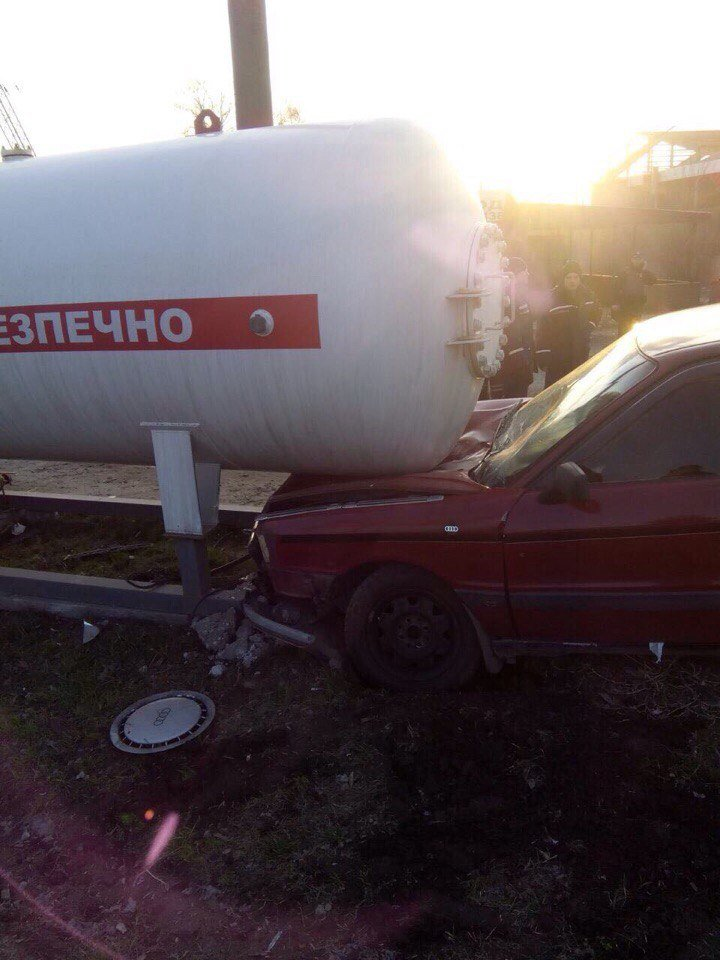 В Днепре иномарка влетела в газовую заправку (ФОТО), фото-1