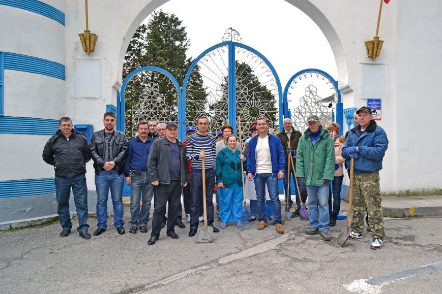 Коллектив санатория «Дюльбер» вышел на всекрымский субботник, фото-5