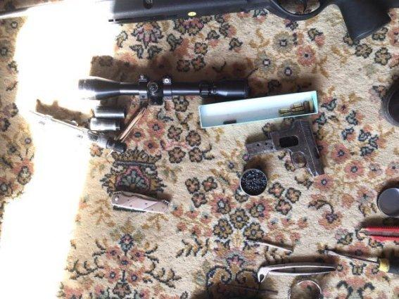 """У будинку ужгородського """"снайпера"""" знайшли арсенал зброї: фото, фото-5"""
