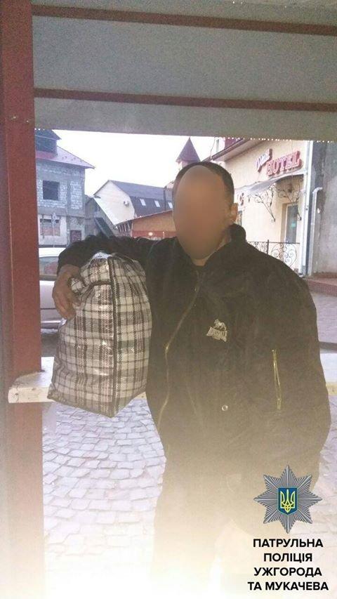 Як у Мукачеві на залізничному вокзалі крадуть великі сумки: фото, фото-1