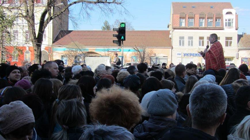 Більше тисячі вірників пройшли Хресною ходою через увесь Ужгород: фоторепортаж, фото-4