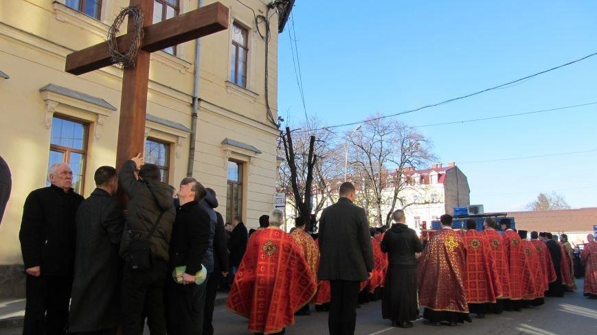 Більше тисячі вірників пройшли Хресною ходою через увесь Ужгород: фоторепортаж, фото-8