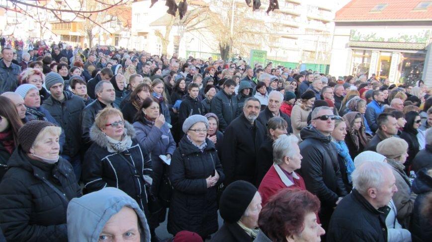 Більше тисячі вірників пройшли Хресною ходою через увесь Ужгород: фоторепортаж, фото-2