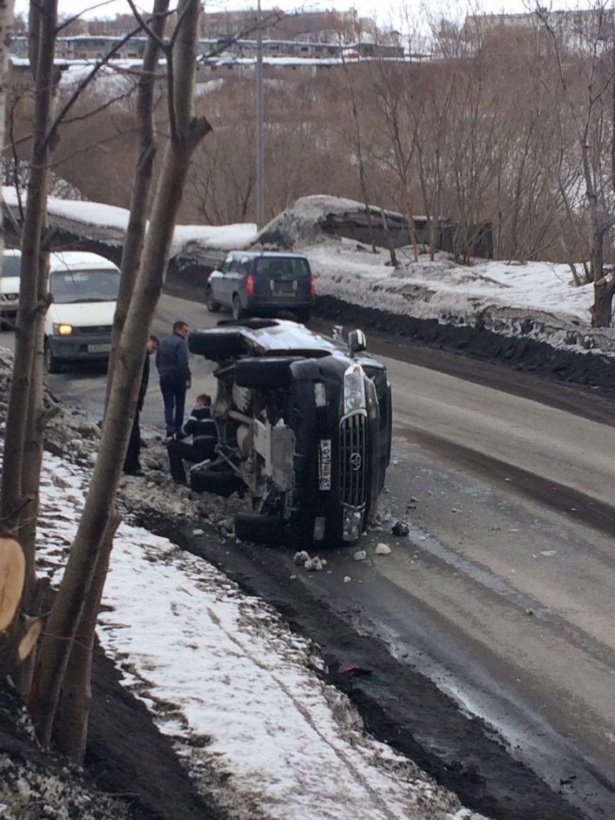 На спуске в Сероглазку перевернулся Toyota Land Cruiser – водителю стало плохо, фото-3