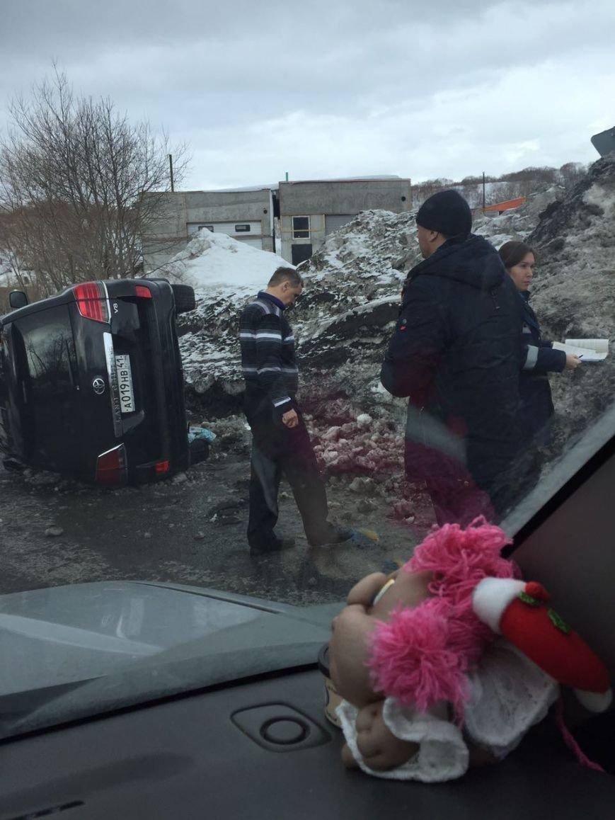 На спуске в Сероглазку перевернулся Toyota Land Cruiser – водителю стало плохо, фото-1