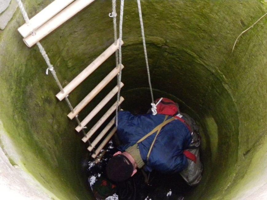 На Черниговщине 62-летнего доставали из 12-метрового колоодца, фото-1