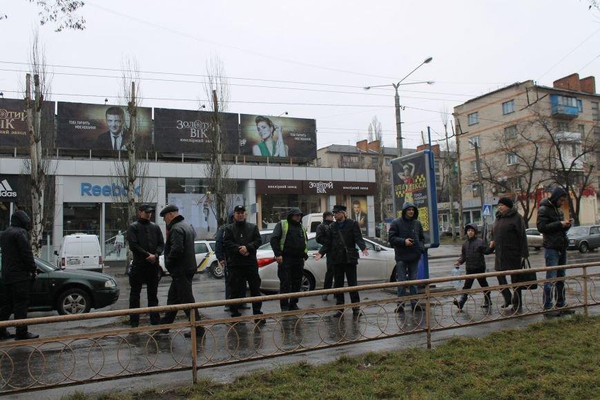 """Националисты Краматорска заблокировали работу """"Сбербанка"""", фото-1"""