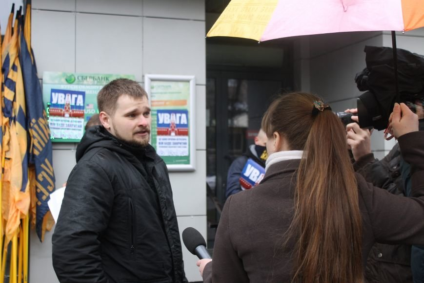 """Националисты Краматорска заблокировали работу """"Сбербанка"""", фото-4"""