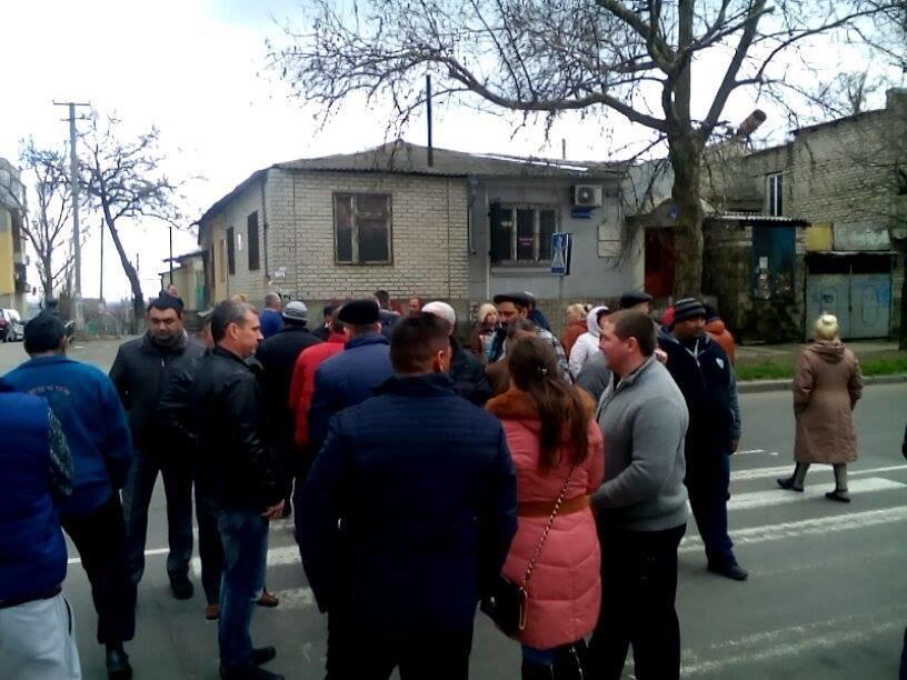 В Херсоне торговцы мясом перекрыли дорогу (фото), фото-1