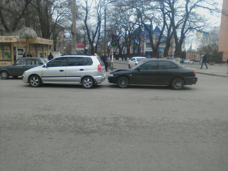 СЕЙЧАС! В Днепре столкнулись легковушки (ФОТО), фото-2