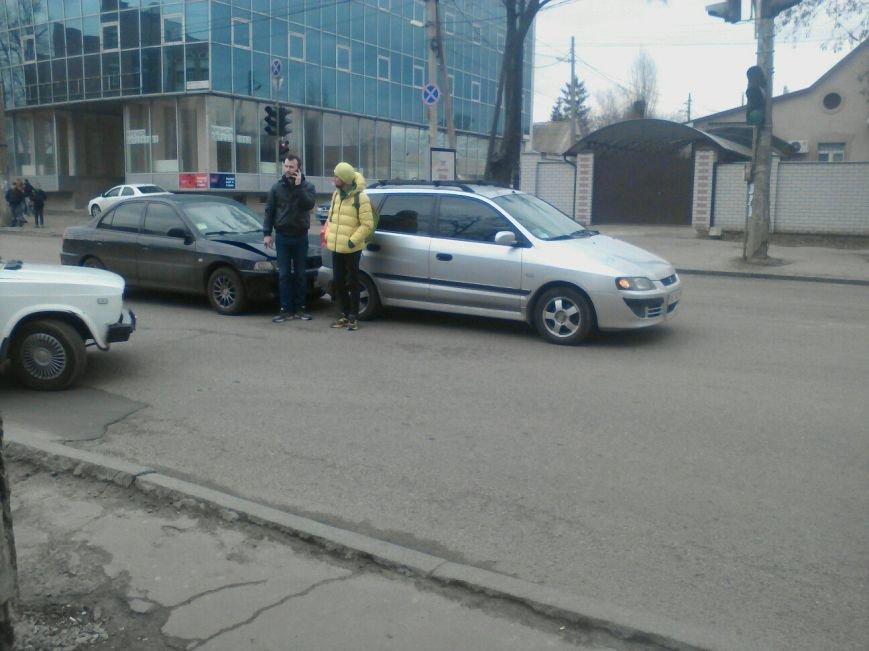 СЕЙЧАС! В Днепре столкнулись легковушки (ФОТО), фото-1