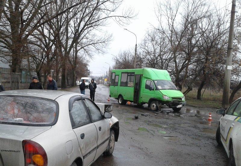 В Краматорске легковушка врезалась в маршрутку: пострадала молодая девушка, фото-1