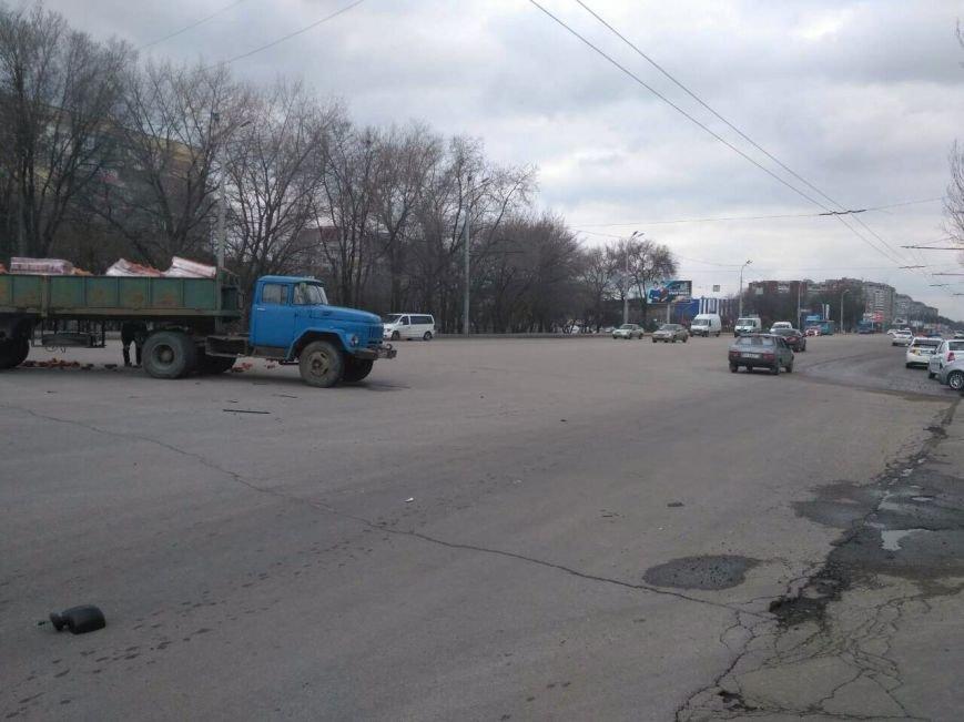 ДТП с пострадавшими: в Днепре грузовик столкнулся с иномаркой (ФОТО), фото-2