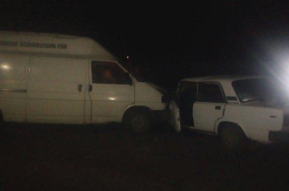 """Біля Мукачева п'яна жінка на """"Жигулях"""" виїхала на зустрічну смугу і """"протаранила"""" мікроавтобус: фото, фото-2"""