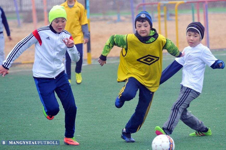 В Актау проходит городской турнир по мини-футболу среди школьников, фото-1