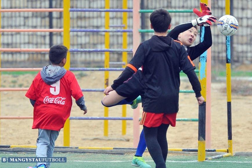 В Актау проходит городской турнир по мини-футболу среди школьников, фото-3