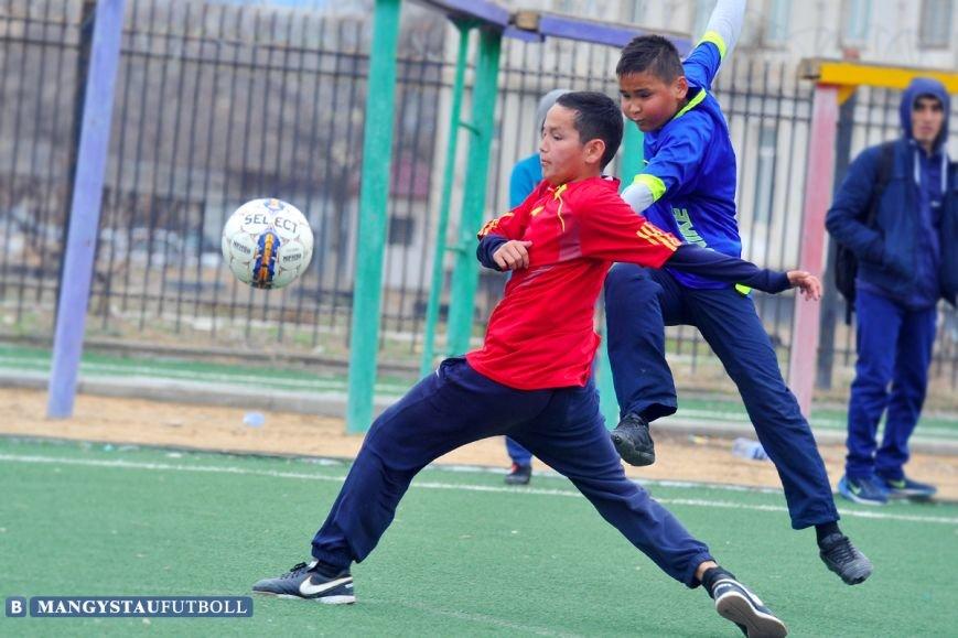 В Актау проходит городской турнир по мини-футболу среди школьников, фото-5