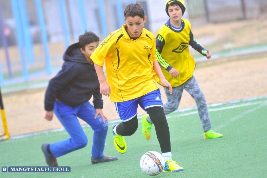 В Актау проходит городской турнир по мини-футболу среди школьников, фото-2