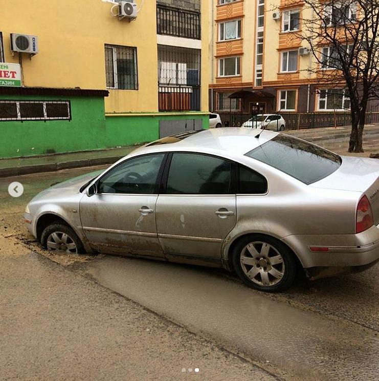 Машина провалилась