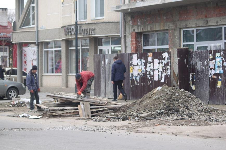Через будівництво на Швабській діти виходять на дорогу, а водії порушують ПДР: фоторепортаж, фото-6