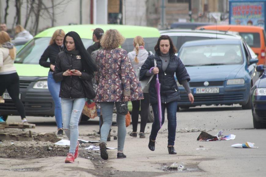 Через будівництво на Швабській діти виходять на дорогу, а водії порушують ПДР: фоторепортаж, фото-3