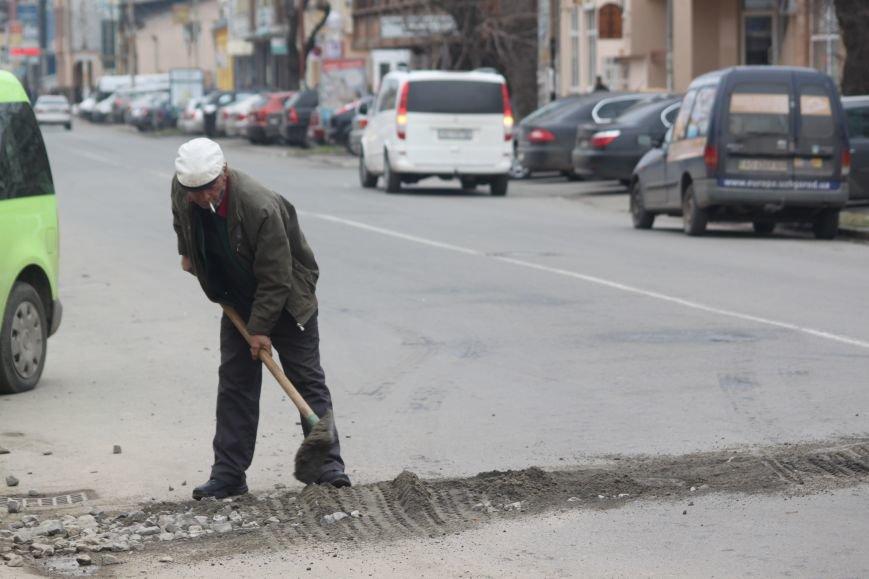 Через будівництво на Швабській діти виходять на дорогу, а водії порушують ПДР: фоторепортаж, фото-8