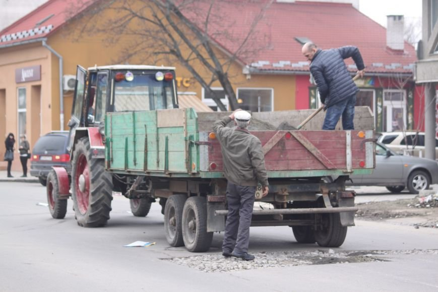 Через будівництво на Швабській діти виходять на дорогу, а водії порушують ПДР: фоторепортаж, фото-7