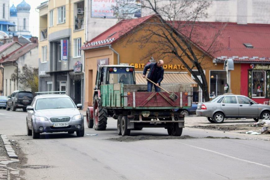 Через будівництво на Швабській діти виходять на дорогу, а водії порушують ПДР: фоторепортаж, фото-21
