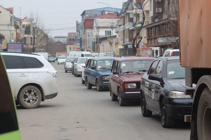 Через будівництво на Швабській діти виходять на дорогу, а водії порушують ПДР: фоторепортаж, фото-9