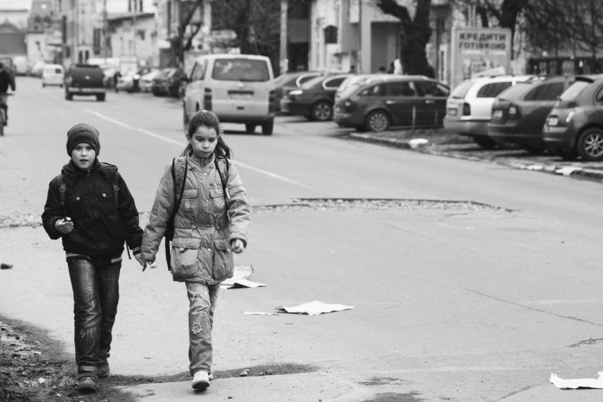 Через будівництво на Швабській діти виходять на дорогу, а водії порушують ПДР: фоторепортаж, фото-10